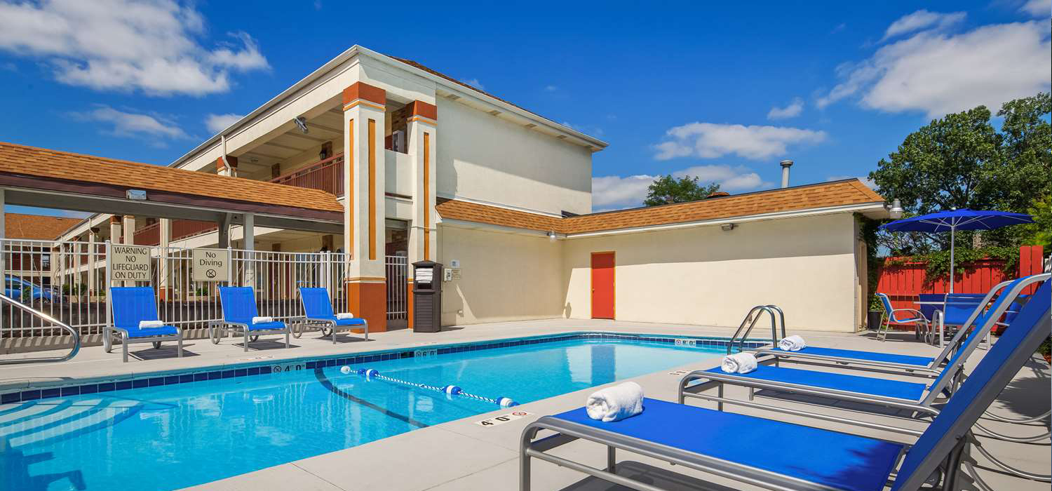 Best western inn hotel saint charles il st charles il hotel for Best western pool